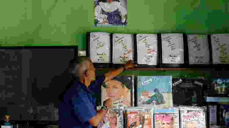Amarildo dos Santos, figura icônica de Igatu, na Chapada Diamantina (BA), e sua coleção de discos da Xuxa - Rafael Martins/UOL - Rafael Martins/UOL