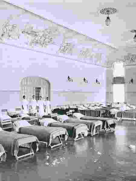 Hospital improvisado no Club Athletico Paulistano durante o surto de Gripe Espanhola, em 1918 - Acervo do Club Atlético Paulistano, cedida pela Editora Narrativa Um / Divulgação