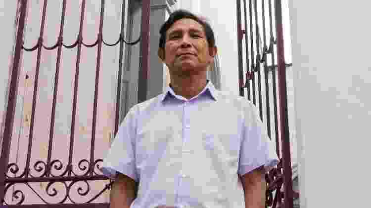 João Paulo Lima Barreto no portão do Centro de Medicina Indígena Bahserikowi, em Manaus - Nathalie Brasil/UOL - Nathalie Brasil/UOL