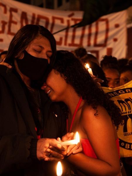 7.mai.2021 - Parentes de mortos da ação policial no Jacarezinho durante protesto - Fabiana Batista/UOL