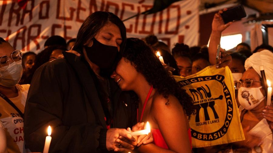 Parentes das vítimas da chacina no Jacarezinho (RJ), durante protesto contra violência policial - Fabiana Batista/UOL
