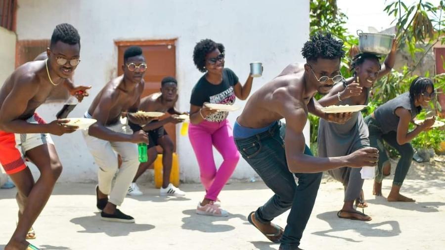 O grupo angolano Fenômeno do Semba e sua célebre dança com cachupa - Divulgação