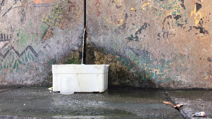 Há 20 anos, bica jorra água no complexo viário do Cebolinha, próximo ao Ibirapuera, em São Paulo - Mateus Araújo/UOL