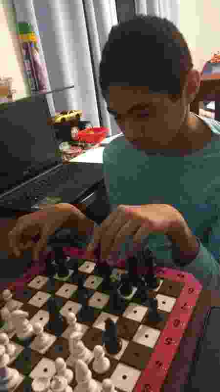 Marcelo Barbosa de Medeiros, de 11 anos, é cego e está aprendendo a jogar xadrez online - Arquivo Pessoal - Arquivo Pessoal