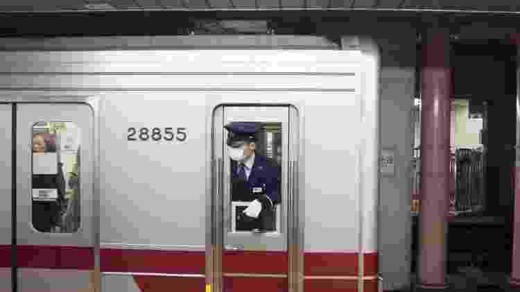 Maquinista de metrô de máscara em Shinjuku, no Japão -  Matthieu Gouiffes/Unsplash -  Matthieu Gouiffes/Unsplash