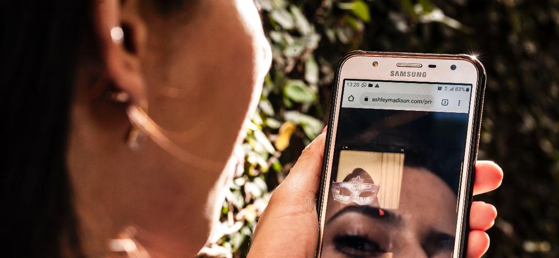 Mariana* (nome ficitício) usa um app que promove encontros fora do casamento - Fernando Moraes/UOL