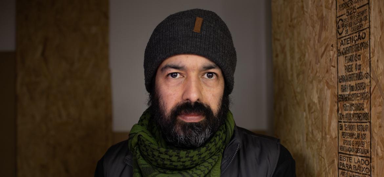 O ex-gerente de TI e projetos Augusto Saraiva, que planta maconha em sua casa para uso medicinal - Tiago Coelho/UOL