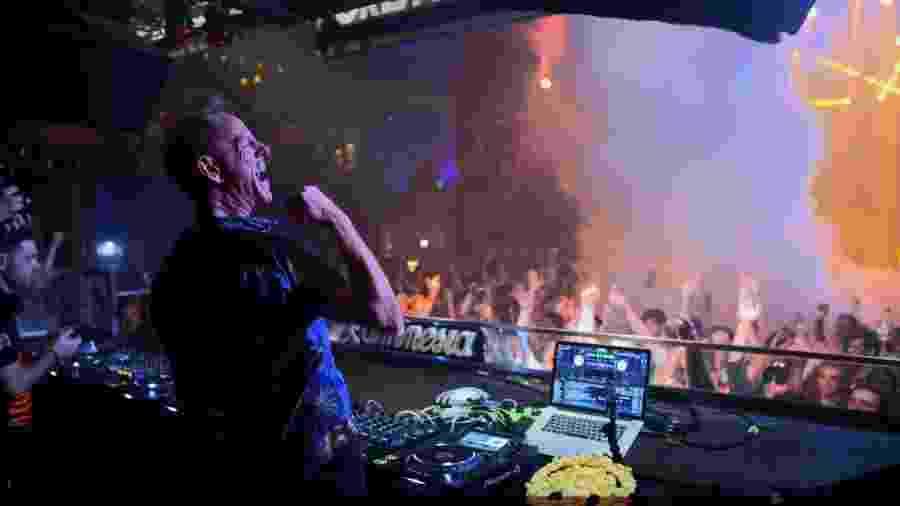 """Fatboy Slim em cena de """"Ibiza: The Silent Movie"""" - Divulgação"""