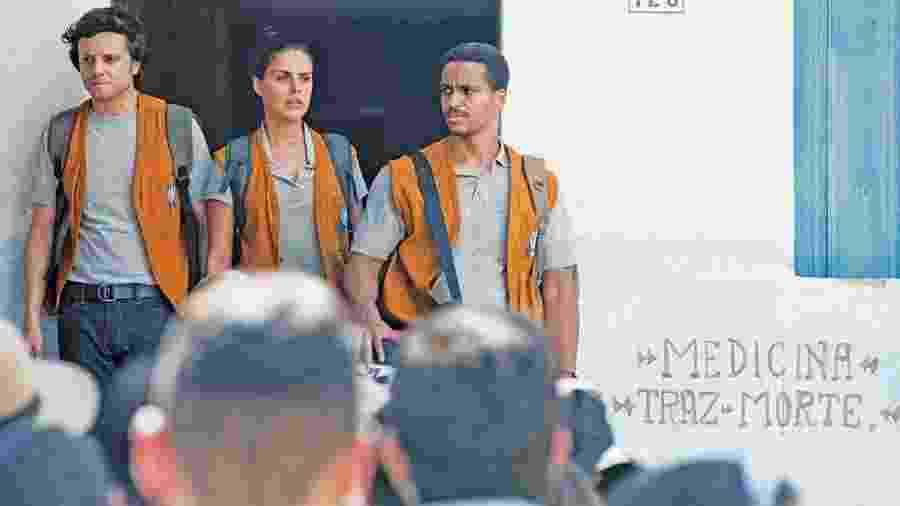 """Trio de protagonistas do seriado """"O Escolhido"""" tem de enfrentar uma cidade hostil e liderada por uma seita - Divulgação"""