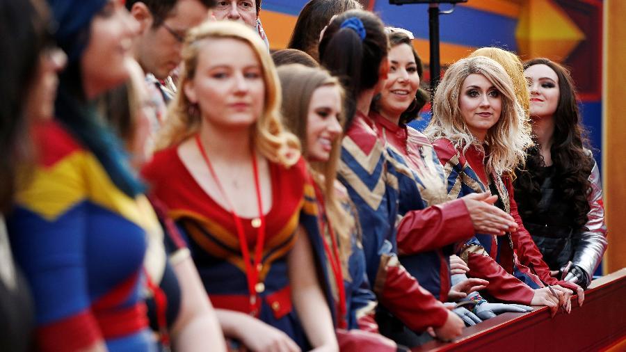 Fãs da personagem Capitã Marvel se perfilam na estreia do filme em Los Angeles (EUA)  - Mario Anzuoni/Reuters