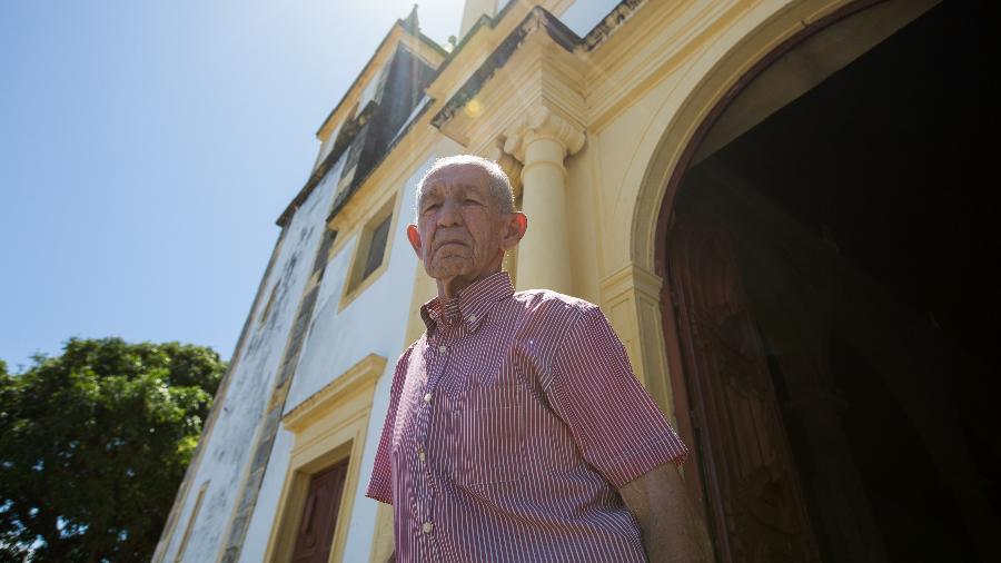 Gilvan Pereira da Silva, o sacristão que desde a década de 1970 cuida da Catedral da Sé, em Olinda (PE) - Clara Gouvea/UOL