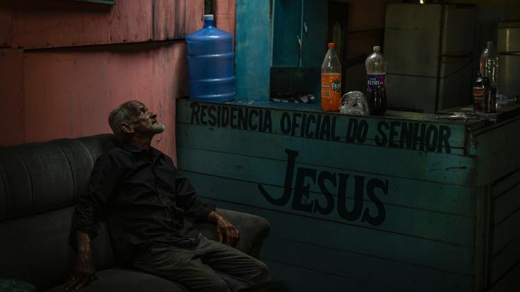 Amaro Tibúrcio, o homem que vive isolado numa ilha e se autodenomina o 'Tarzan pernambucano' - Rafael Bandeira/UOL - Rafael Bandeira/UOL