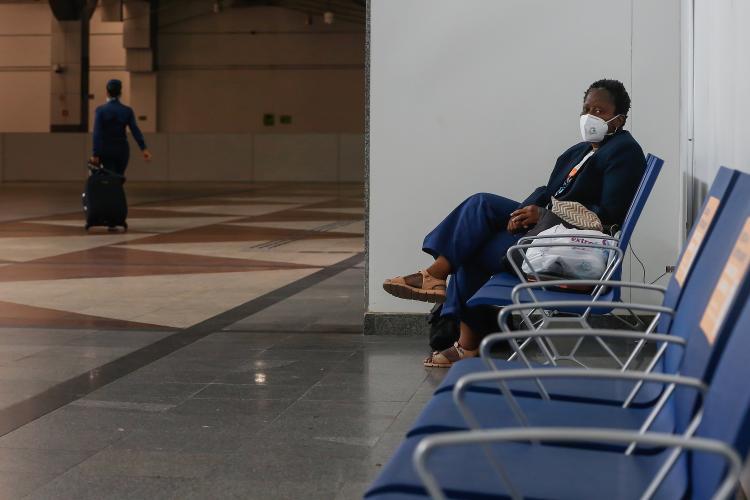 Oceya de Souza, professora de português que mora há cinco meses em aeroporto de Salvador - Rafael Martins/UOL - Rafael Martins/UOL