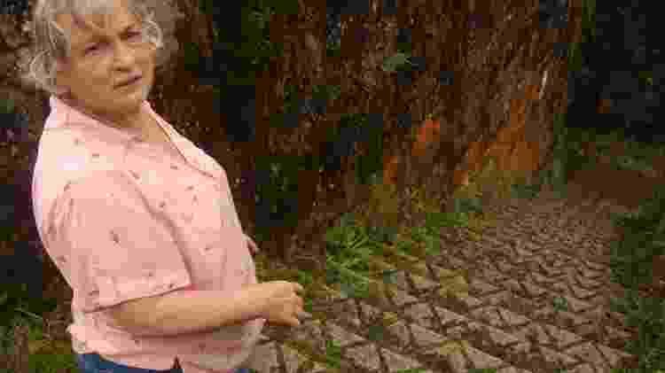 Zélia Maria Paralego, que vive em Parapiacaba e colhe histórias mal-assombradas do distrito - Priscila Gorzoni/UOL - Priscila Gorzoni/UOL