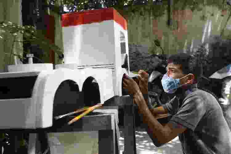 Moisés Sanches, fabricante de carrinho de café em Salvador - Rafael Martins/UOL - Rafael Martins/UOL