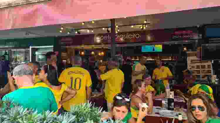 Manifestantes almoçam no Espeto Brasileiro, no Rio, na manifestação em favor de Jair Bolsonaro de Sete de Setembro - Elisa Soupin/UOL - Elisa Soupin/UOL