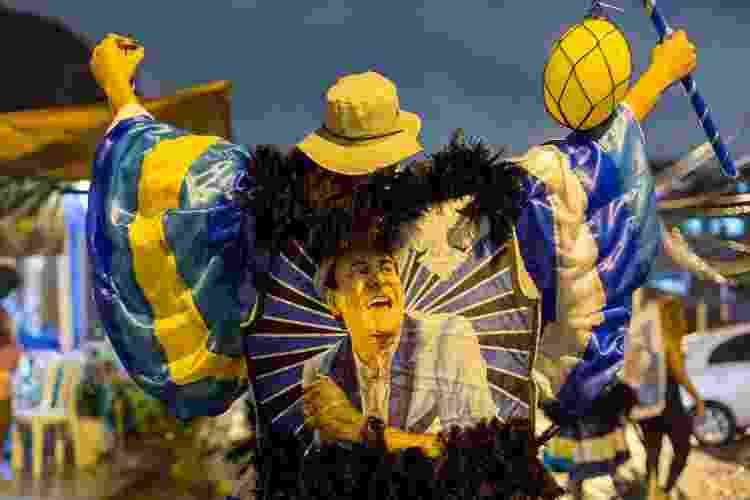 Bate-bolas desfilam no sábado de carnaval, no Rio, mesmo com a proibição do prefeito, Eduardo Paes - Matias Maxx/UOL - Matias Maxx/UOL