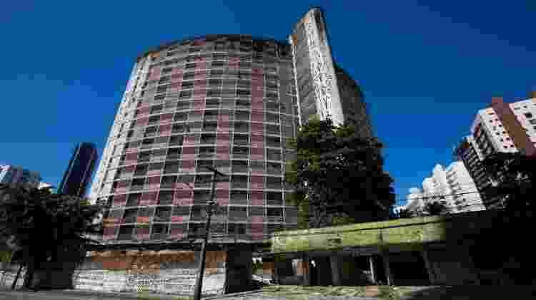 Edifício Holiday, no Recife (PE)  - Clara Gouvêa/UOL - Clara Gouvêa/UOL