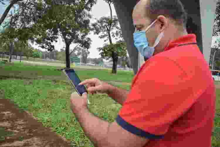 Paulo Cândido, 41, enfermeiro em Brasília e dono de um carro elétrico - Isabella Campedelli/UOL - Isabella Campedelli/UOL