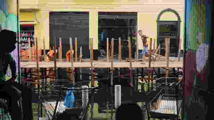 Enchente em Manaus: visão de dentro da Feira de Manaus Moderna - Jullie Pereira/UOL - Jullie Pereira/UOL