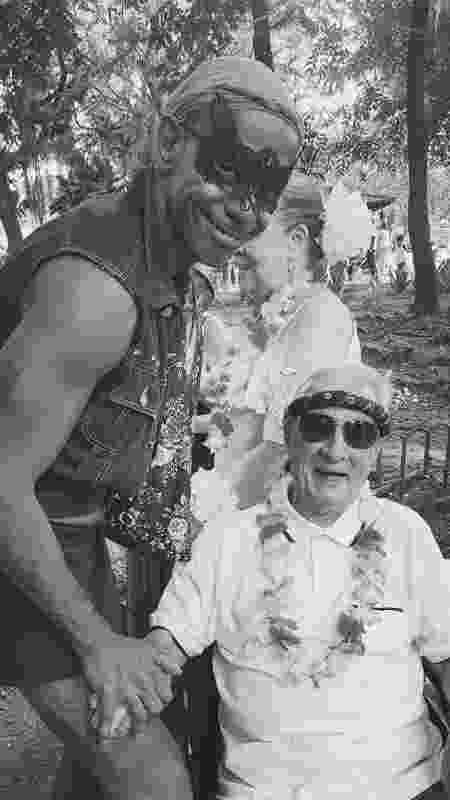 Os atores Jorge Lucas e Orlando Drummond, no bloco Diversão Brasileira, durante o Carnaval carioca de 2018 - Jorge Lucas/Arquivo Pessoal - Jorge Lucas/Arquivo Pessoal