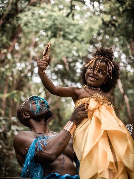 Menina representando Oxum, na lente da fotógrafa Márvila Araújo - Márvila Araújo/Divulgação