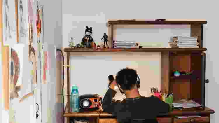 Um dos filhos adotivos de Cláudia Fernandez e Bárbara Sampaio, na casa da família, em São Paulo - Pryscilla K./UOL - Pryscilla K./UOL