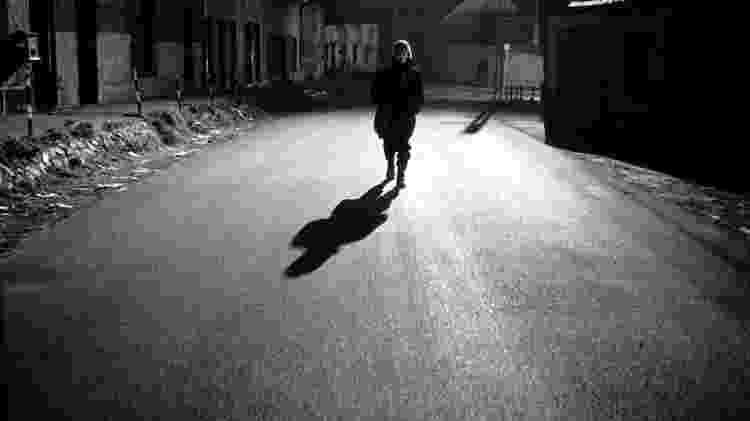 """O mundo escurece de vez em """"Werckmeister Harmonies"""" (2000), de Béla Tarr - Divulgação - Divulgação"""