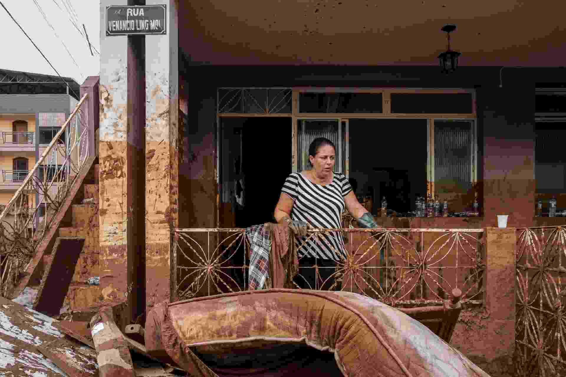 """Livro """"15:30"""", de Isis Medeiros, documenta tragédia através de fotografias que vão desde o dia seguinte ao rompimento da barragem em Mariana (MG) - Isis Medeiros"""