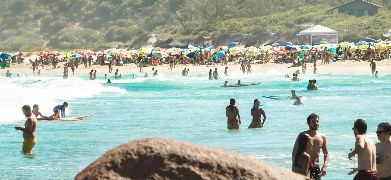 A praia do Rosa, em Santa Catarina, no sábado (9) - Isadora Camargo/UOL