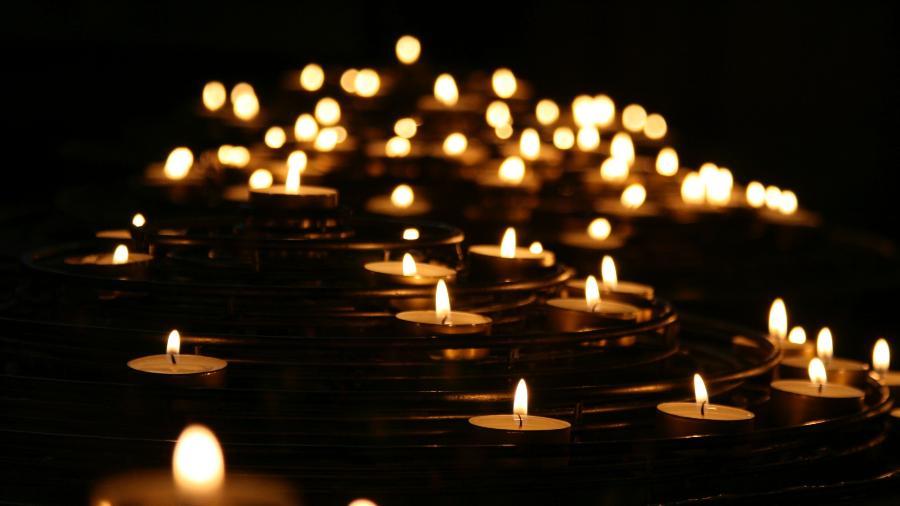 Homenagem aos mortos -  Mike Labrum/ Unsplash