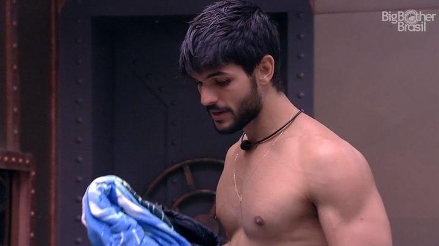 Lucas alerta Diego no quarto submarino - Reprodução/GloboPlay