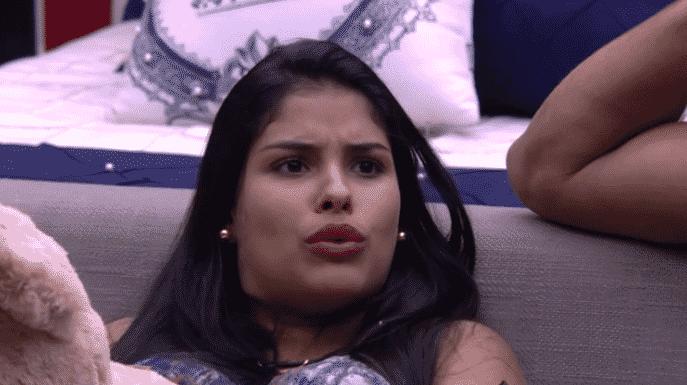 """11.mar.2016 - Munik define envolvimento de Renan e Juliana como ridículo. """"Nem ele assumia e nem ela assumia. Porque ao meu ponto de vista, o Renan estava apaixonadíssimo por ela. E ela por ele também"""", frisou a morena - Reprodução/TV Globo"""
