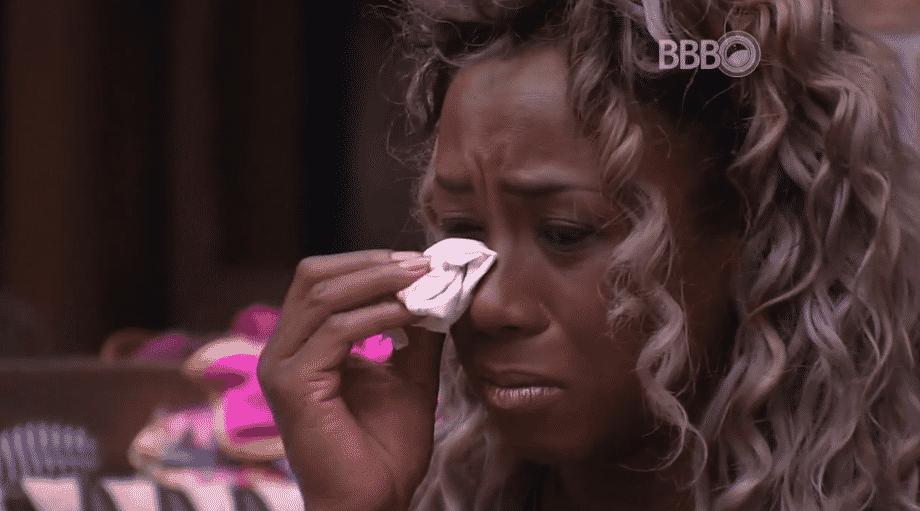 """23.fev.2016 - Adélia chora após saída de Juliana do """"BBB16"""" - Reprodução/TV Globo"""