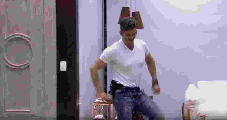 """Marcos dança e Emilly afirma: """"Que dancinha ridícula"""" - Reprodução/ TV Globo"""