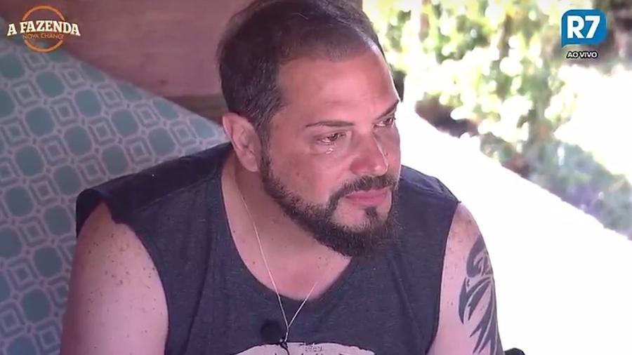 Conrado chora e afirma que quase desistiu do reality - Reprodução/R7