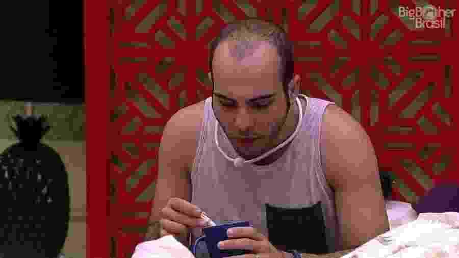 Mahmoud acha que vai dar vexame caso Jaqueline seja eliminada - Reprodução/Globoplay