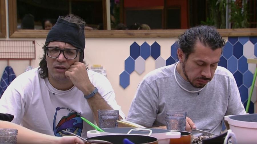 """Ilmar e Rômulo na mesa do """"BBB17"""" - Reprodução/TV Globo"""