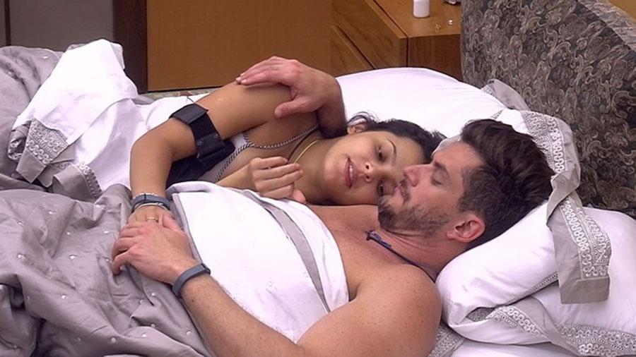 Emilly elogia beleza de Marcos, que se envaidece - Reprodução/TVGlobo