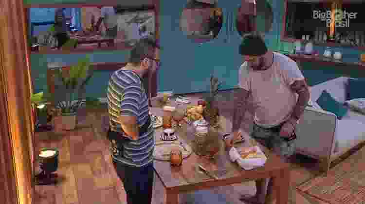 Caruso e Diego no café da manhã - Reprodução/GloboPlay - Reprodução/GloboPlay