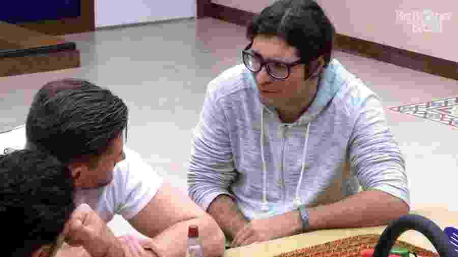 Ilmar conversa com Rômulo e Marcos sobre Elis - Reprodução/TV Globo