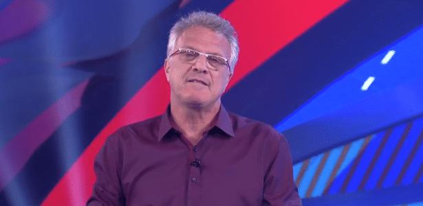 """""""O que eu não digo, pode?, disse Pedro Bial ao público ao explicar por que os candidatos que dormiram na prova de resistência não foram eliminados - Reprodução/TV Globo"""
