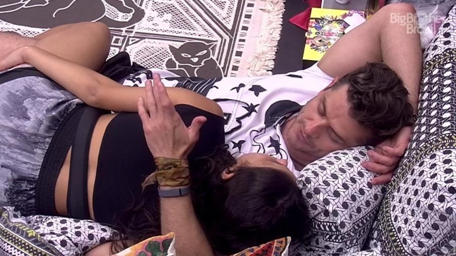 Marcos diz que dará primeiro pedaço de bolo para Vivian - Reprodução/ TV Globo