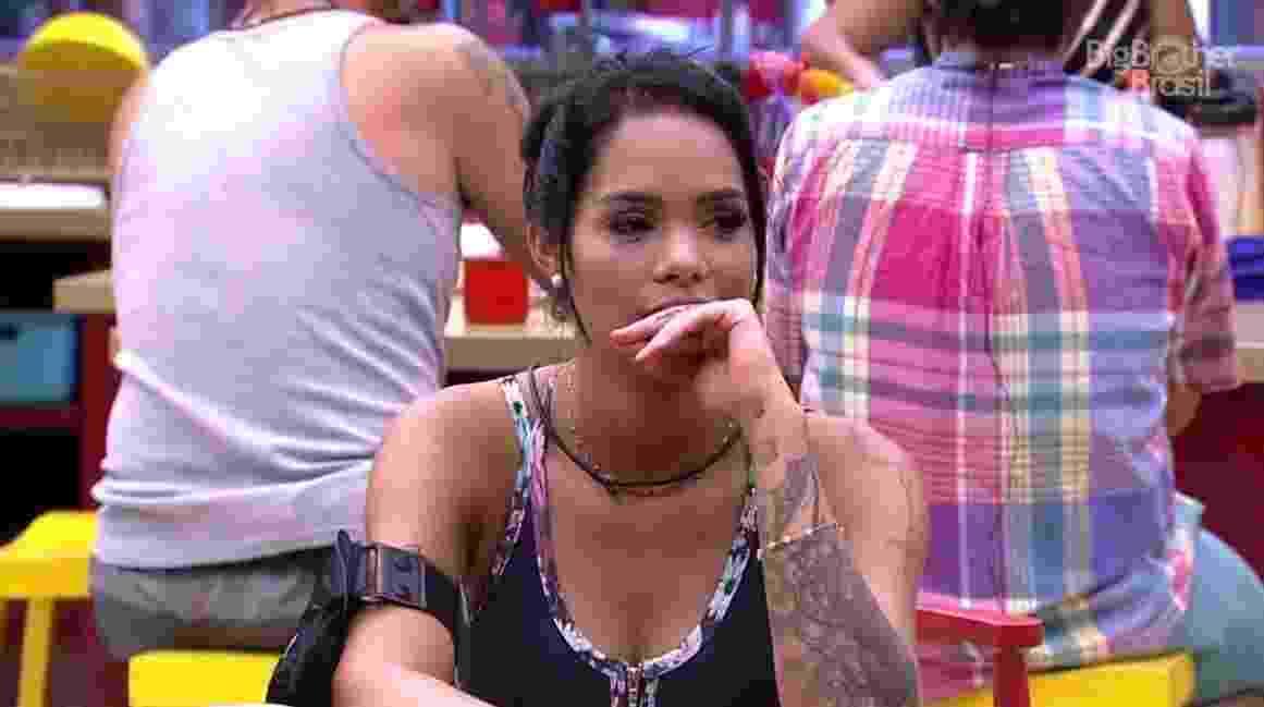 """01. jan.2017 - Mayara se preocupa por ter comido biscoito demais, no """"BBB17"""" - Reprodução/Tv Globo"""