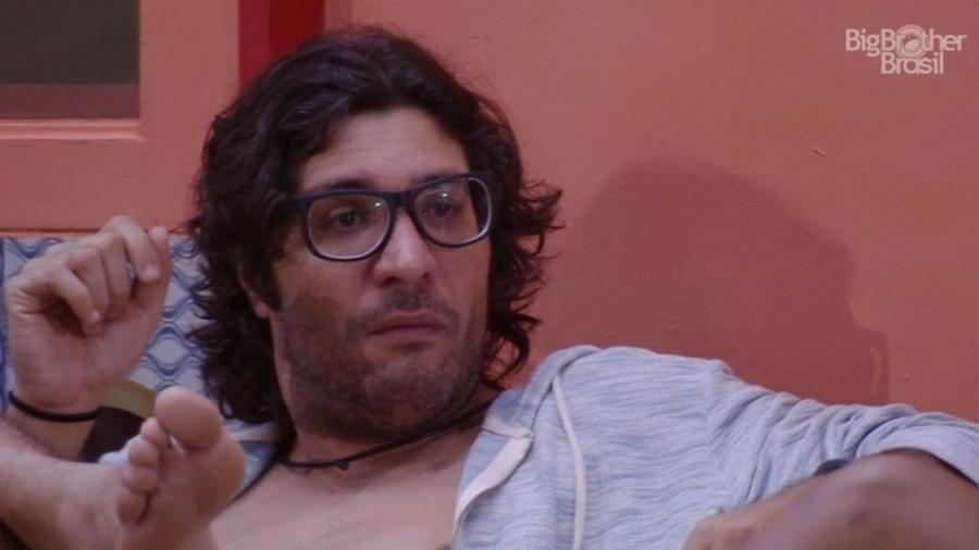 Ilmar se emociona em conversa com Marcos - Reprodução/TV Globo