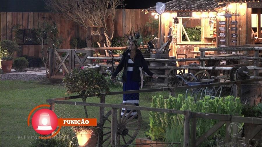 """Aritana toma punição por fumar em local proibido em """"A Fazenda 9"""" - Reprodução/Record"""