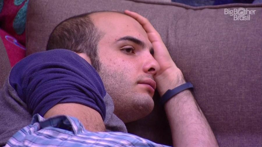 """Mahmoud escute críticas após causar punição no """"BBB18"""" - Reprodução/GloboPlay"""