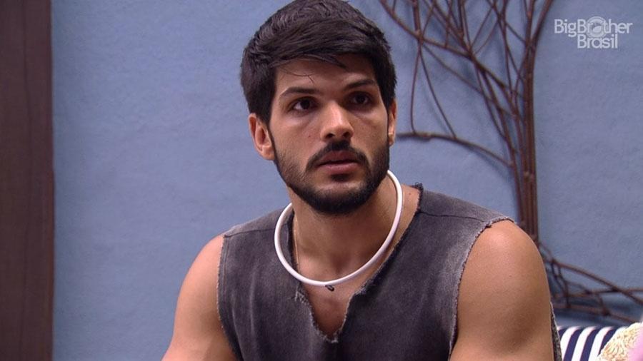 Lucas conversa com Diego no quarto do líder - Reprodução/GloboPlay