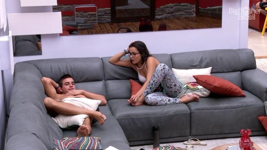 Emilly e Manoel detonam Ieda na sala da casa - Reprodução/TV Globo