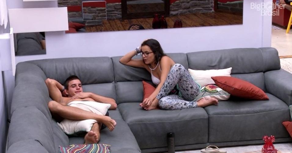 Emilly e Manoel detonam Ieda na sala da casa